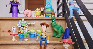 Artistas chilenos se suman al Pixar Fest con obras alusivas